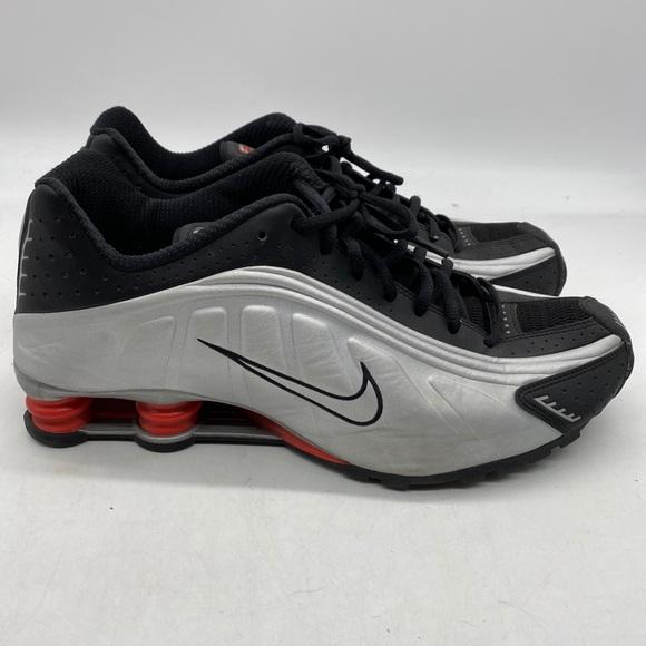 USED Sz 12 Mens Nike Shox R4 Shoes Silver Black